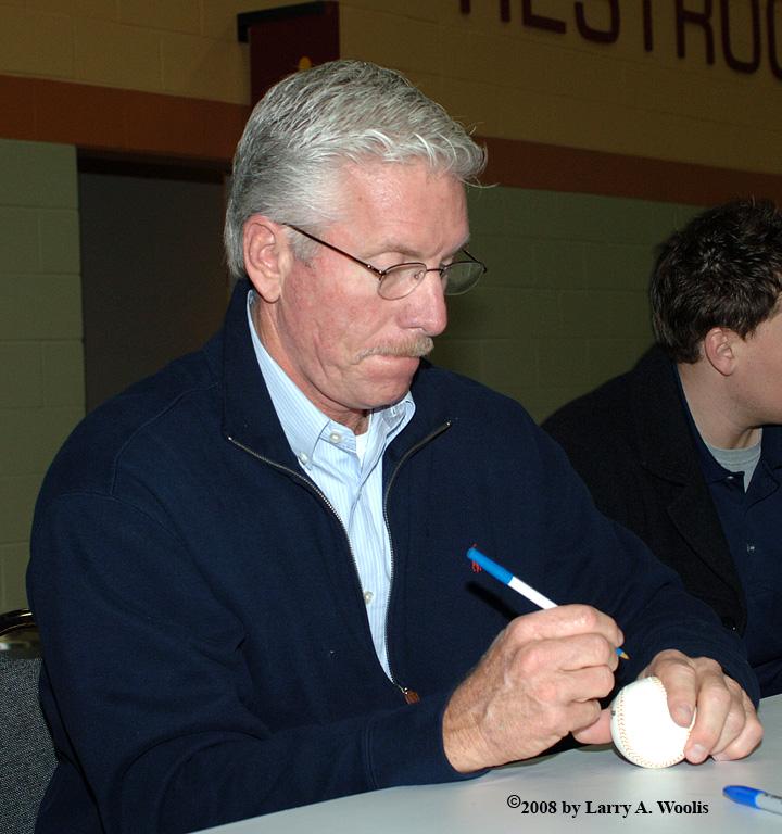 Mike Schmidt Signing Autographs